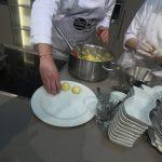 Grießknödel mit Zwiebelragout und Butter-Brösel